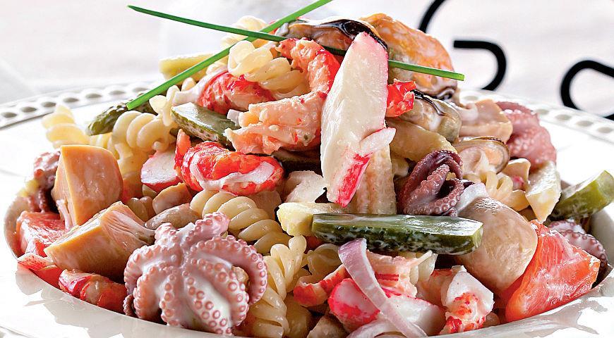 эти рецепт салатов из морского коктейля с фото народу так много